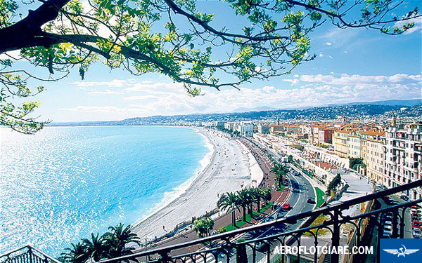 France, Nice, Cote d'Azur, view to the sea and promenade