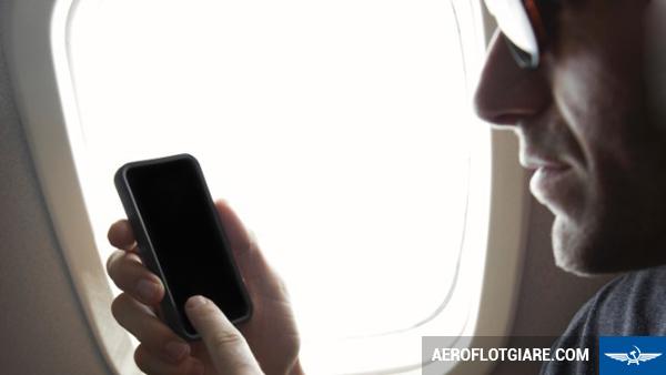 Vì sao khi đi máy bay phải tắt nguồn điện thoại di động?