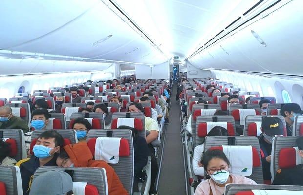 chuyến bay từ úc về việt nam tháng 4 đối tượng
