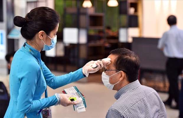 Kiểm tra sức khỏe tại sân bay